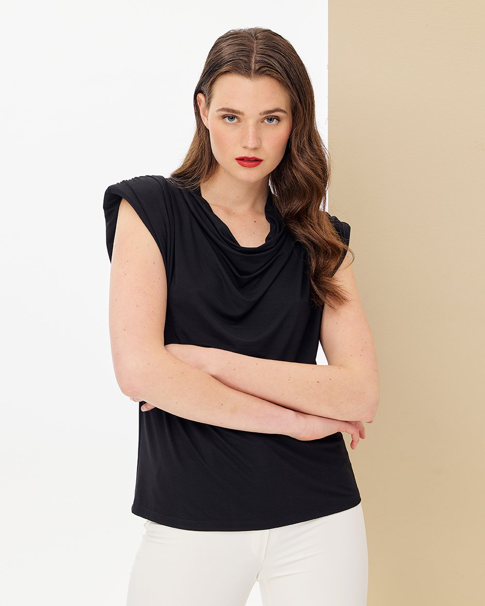 Μπλούζα ντραπέ με τονισμένους ώμους