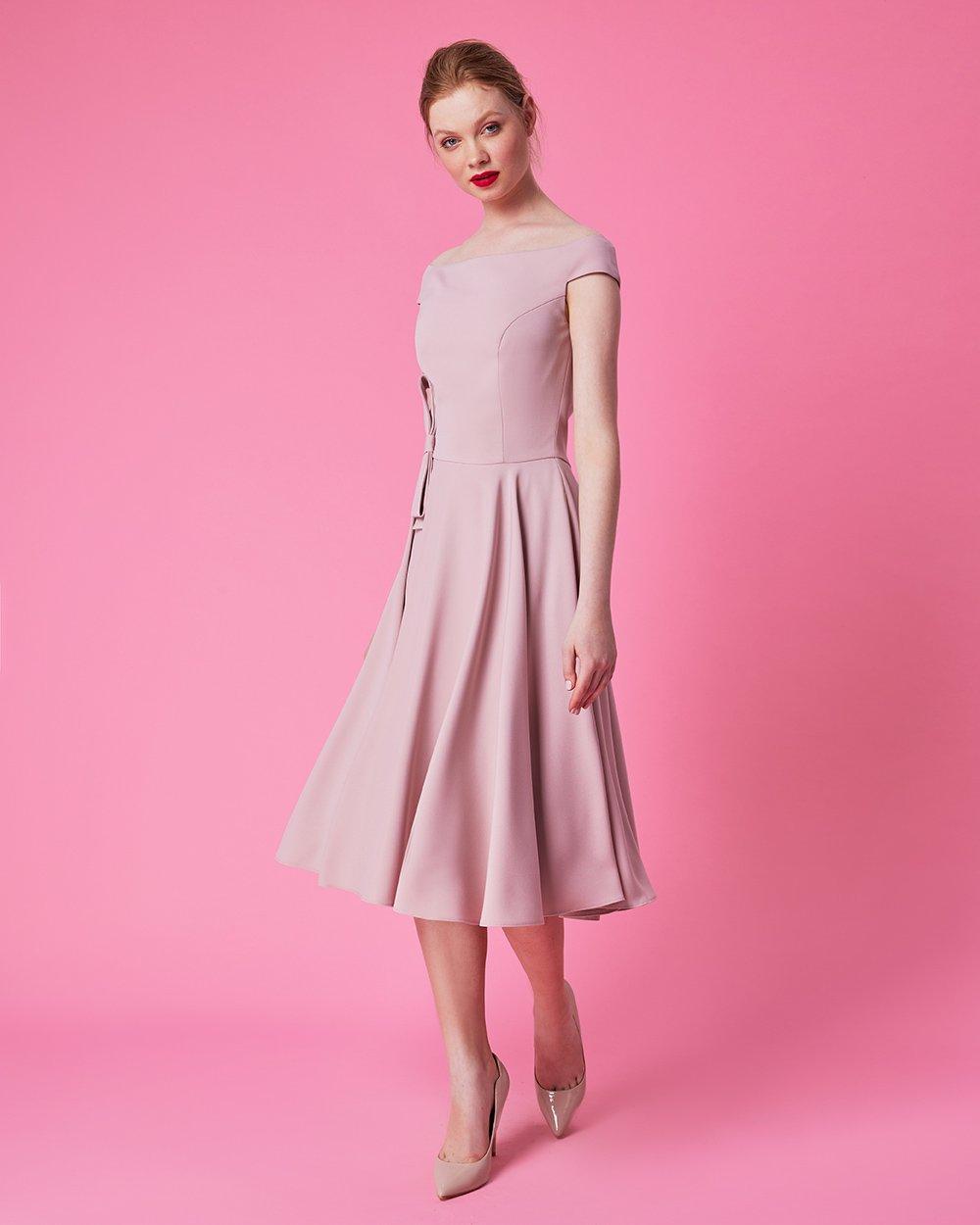Φόρεμα με φιόγκο στη μέση
