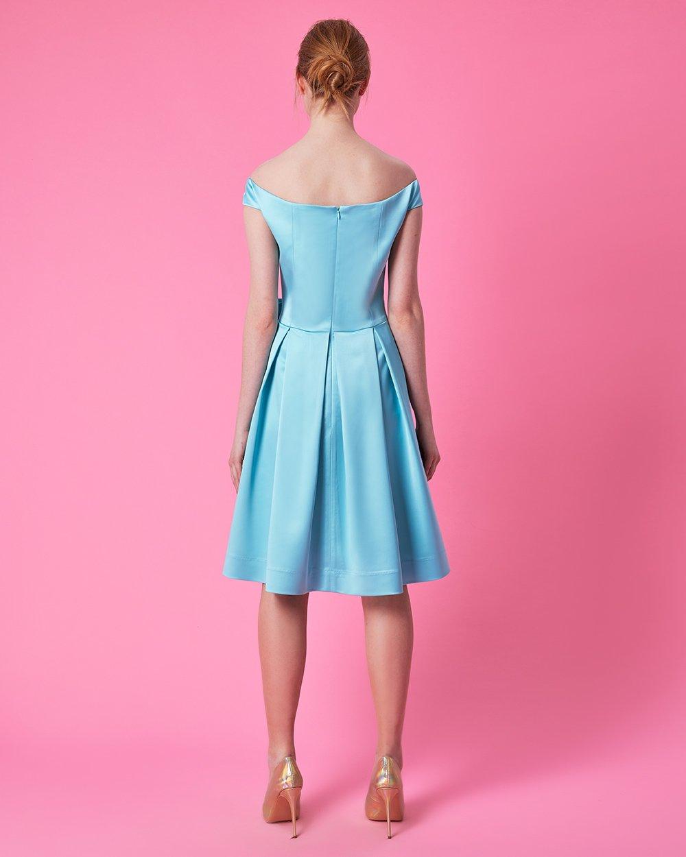 Φόρεμα με μεγάλο φιόγκο στη μέση