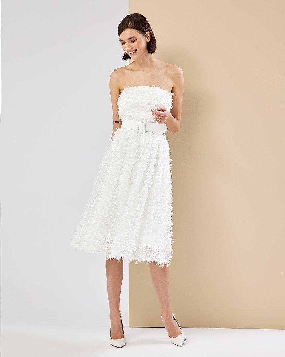 Φόρεμα στράπλες με ζώνη στη μέση