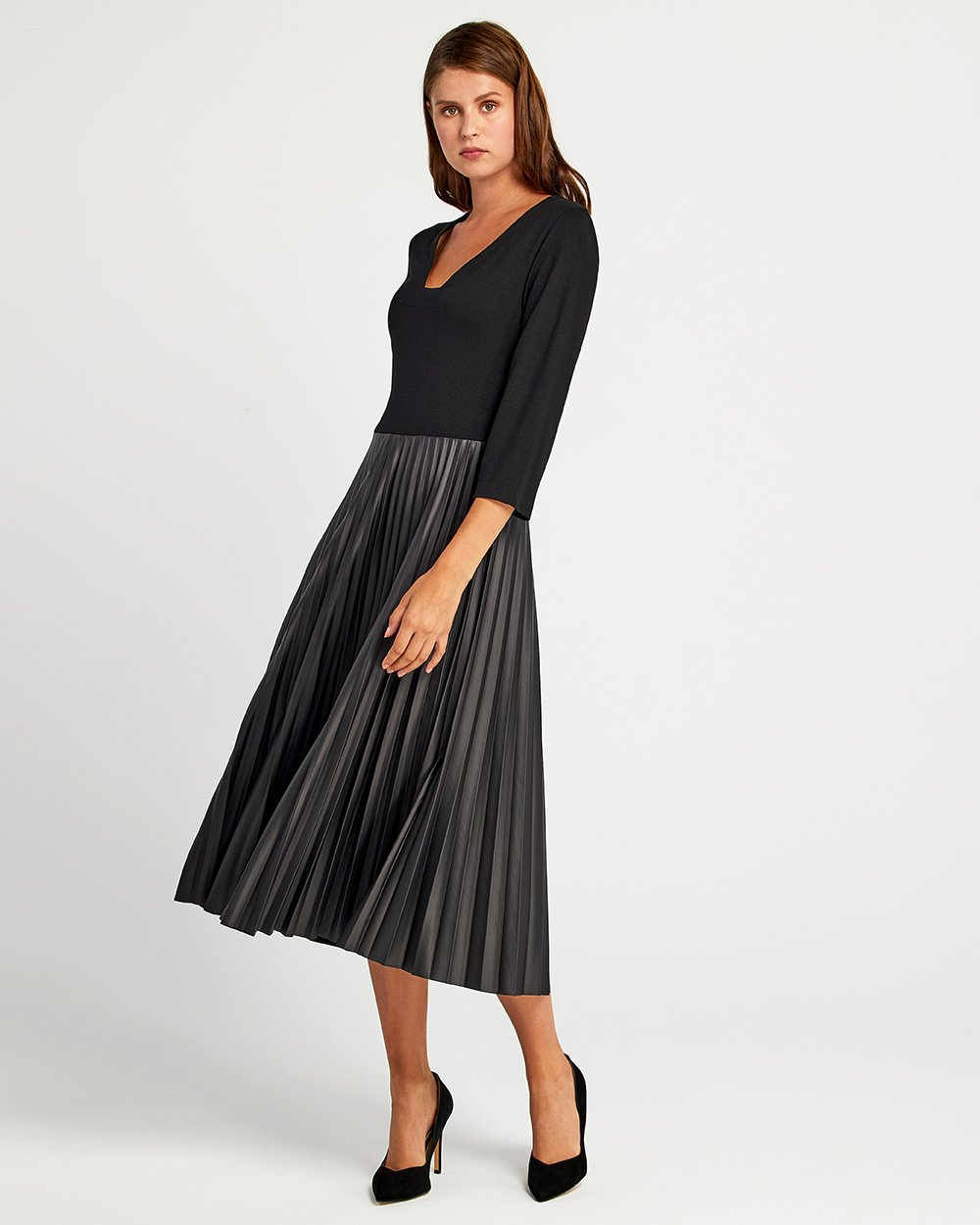 Φόρεμα με φούστα πλισέ δερματίνη