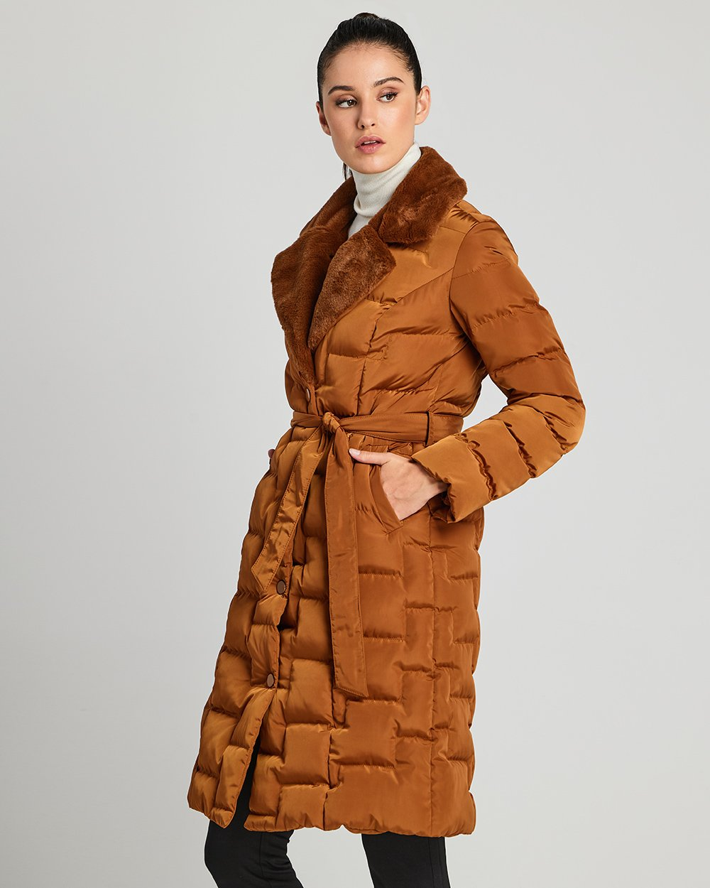 Μπουφάν με γούνα στο γιακά