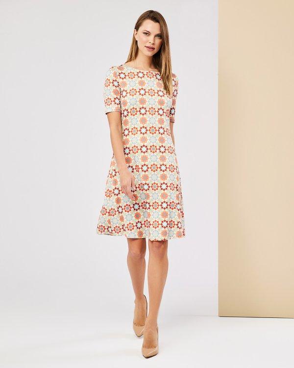 Φόρεμα με γεωμετρικό σχέδιο