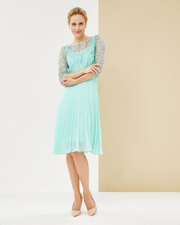 Φόρεμα με δαντέλα με μίντι πλισέ φούστα