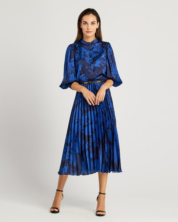 Φόρεμα εμπριμέ με πλισέ φούστα και ζώνη